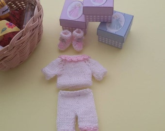 Jersey, pants and booties in miniature