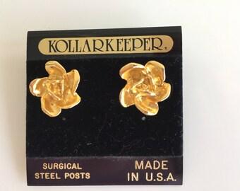 Vintage Kollarkeeper Gold Tone Flower  Earrings . Never Worn. Made in USA.