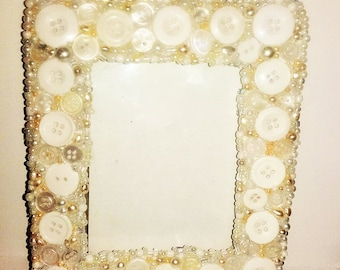 Cream button and beads Photo frame