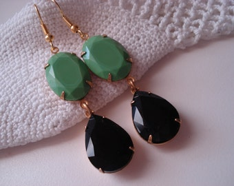 Vintage Art Deco Apple Mint Green Jewels and Black Onyx Faceted Glass Teardrops Gold Clip Earrings Elegant