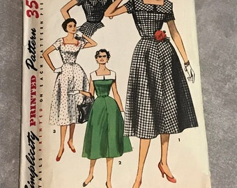 Simplicity 50s Sewing Pattern / Vintage 1950s Dress with Square Neckline / Women's Size 14 Bust 32 / 4650