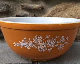 Vintage Pyrex Butterfly Gold Bowl..Mixing. Serving. Kitchen. Old. Orange. White. Floral. Flowers. Baking. Serving. Retro.