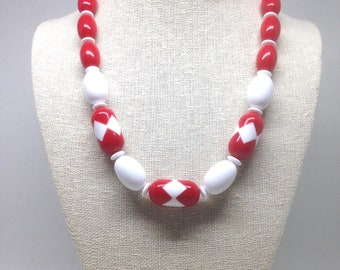 Vintage Estate Red And White Designed Lucite Beaded Necklace