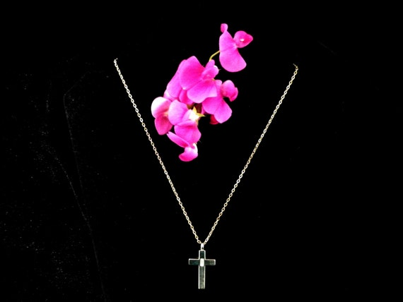 Silver tone crucifix pendant with oblong cut crystal stone, belcher chain