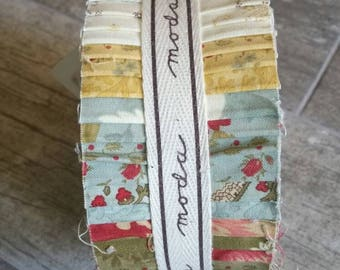 Moda Jelly Roll Roman Holiday 40 Strips / Precut Quilt Fabric / 100% Cotton Retired Sewing Material / Red Green Gold Quilters Destash Gift