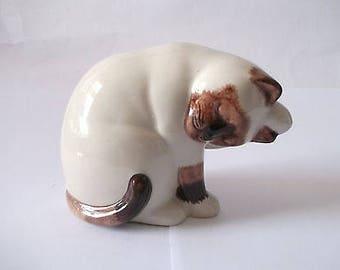 Quail - Mimi Washing - Cat Figure - Mint