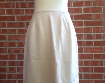 90s Amanda Smith Cream/Beige Knee-Length Skirt. Size 10