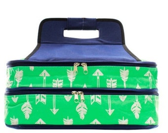 Canvas insulated casserole carrier with arrow pattern