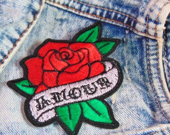 Amour Red Rose Patch Sew Iron on Embroidered Romantic French Word Quote Scroll Love Applique Valentine Custom Clothing Hot Fix Badge UK