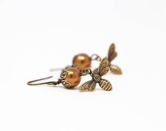Mothers Day Gift - Pearl Bee Earrings - Copper Pearl Earrings - Bumble Bee - Nature Jewelry - Dangle Earrings - Bee Jewelry - gift For Woman