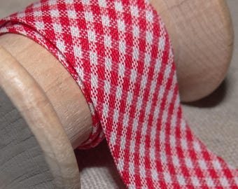 Through red and white gingham, width 20 mm