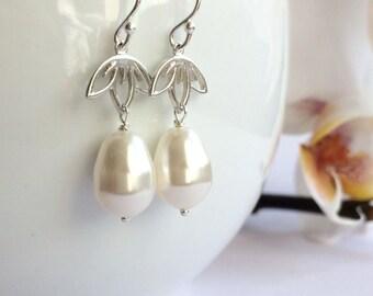 White Pearl Earrings, Bridesmaid gift, Bridal Pearl Earrings, Dangle pearl earrings, Beidesmaid earrings