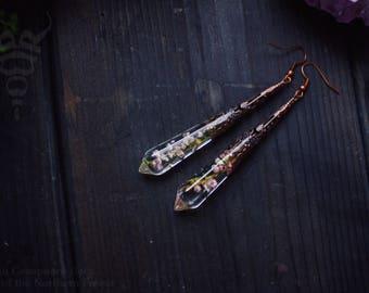 Crysral Resin Earrings with real dried heather, botanical earrings, boho crystal jewelry, long crystal earrings, real flowers
