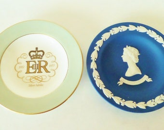 Vintage Wedgwood Plates - Queen Elizabeth Silver Jubilee 1952-1977 - Bone China