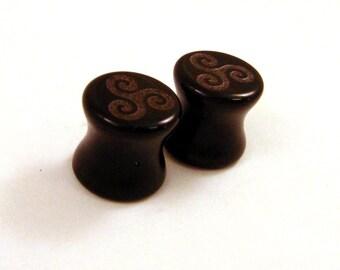 """Triskele Symbol on Black Glass Plugs - 2g (6mm) 0g (8mm) 00g (10mm) 7/16"""" (11mm) 9/16"""" (14mm) Ear Gauges"""