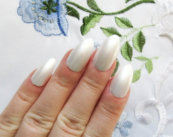 White Pearl Fake Nails / Press on Nails / Stiletto Nails / False Nails / Almond Nails