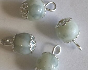 5 pendants 8mm white/black glass beads