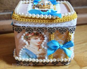 Little chic, beaded jewelry box