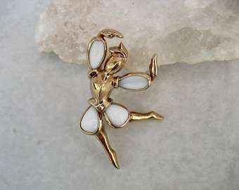 Vintage Trifari Dancer Brooch Poured Milk Glass Alfred Philippe Petalettes