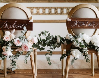 Madame Monsieur chair signs