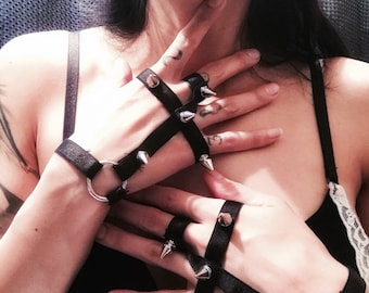 Inverted cross spiked gloves