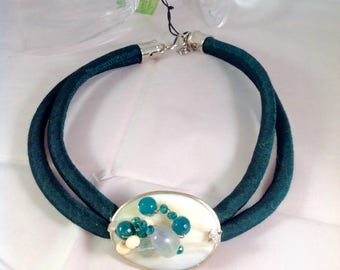 Necklace made of silk and mother of pearl