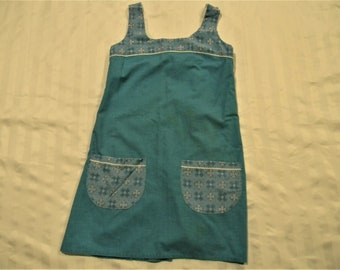 Great Vintage Hand Made Full apron with Pockets