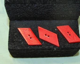 3 buttons red lenght 3cm width 1.30 cm
