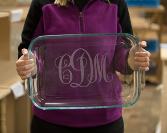 Christmas gift for Bride to be. Personalized etched casserole dish, Birthday gift, baking dish. Pyrex baking dish. Mother in law gift idea