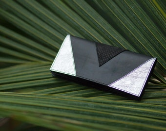 URBANJUNGLE02 - Women's black silver leather wallet in minimal style with geometric lines
