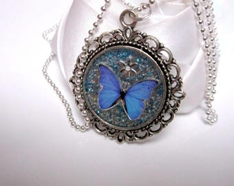 Blue Papillon necklace and its magic