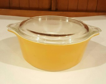 Vintage Americana Pyrex Covered Casserole 472