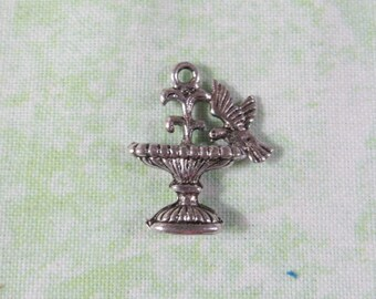 10 Antique Silver Metal Alloy Bird/Fountain Charms (B365b)