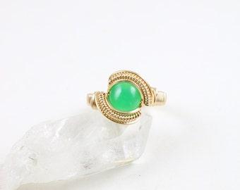 Size 8.5 Chrysoprase Gold Ring