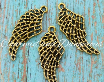 10 Gold Wing charms (CM53)