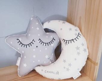 Duo tout doux : doudou lune et doudou étoile personnalisés gris et blanc