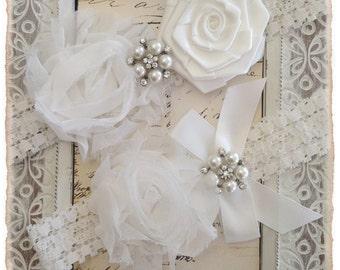 Ivory Bridal Garter, Lace Bridal Garter Set, Ivory Lace Garter Set, Lace Wedding Garter Set - Off white Lace, Off white Flowers