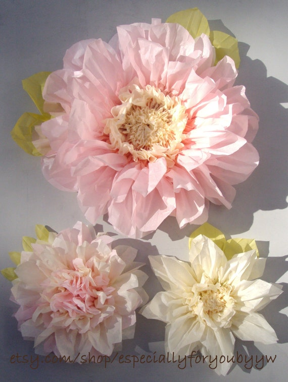 Set of giant paper flowers light pink perfect decorations