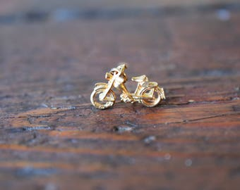 1980s 14K Vintage English Motorcycle Charm Pendant in Yellow Gold