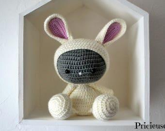 Amigurumi Doudou rabbit with crochet hook ecru glitter