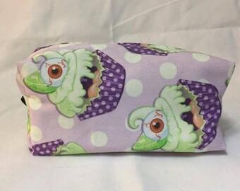 Key L-Eye-m Cupcake Toiletry Bag