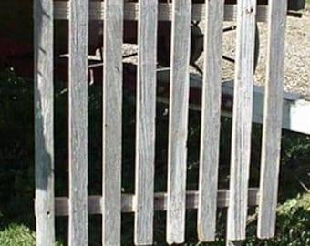 "Reclaimed Barn Wood Plain Picket Fence 24"" x 24"""