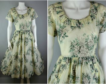 "50s pale green summer day dress B36"" W25"" with pockets full skirt UK 8 10 US 4 6 XS S Small ruched floral print vintage nylon day sun pastel"