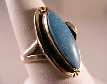 Vintage  Southwest Turquoise Ring in Sterling Silver....  Lot 3947