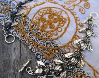 Bee jewelry Honey bee jewelry Nature lover gift Silver bracelet Bumble bee Nature jewelry Animal jewelry Insect jewelry Bracelets for women