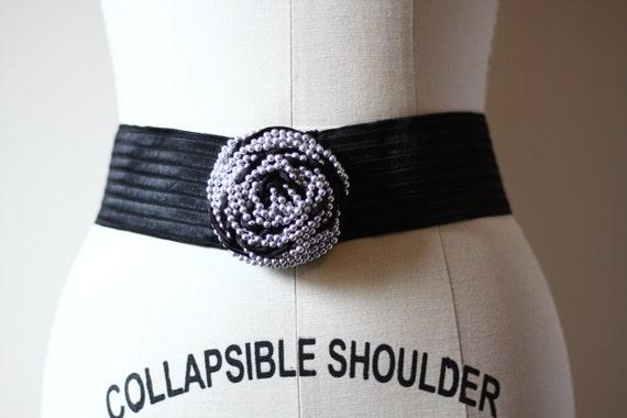 1980s black elastic and pearl belt // pearl buckle belt // vintage belt