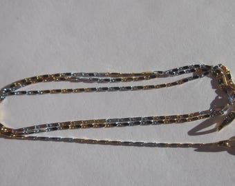1 gold and matte silver colored metal chain 44 cm with clasp (BR30).