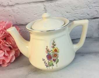 Universal Teapot Snap Dragon Flowers USA Made Lovely Condition