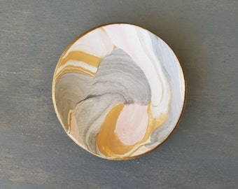 Pretty Neutrals Marbled Ring Dish