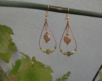 Boucles d'oreilles gouttes  /  boucles d'oreilles pendantes / boucles d'oreilles gouttes dorés / bijoux doré et kaki / perle ronde et carré
